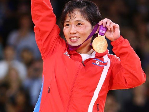 Uradowana Kum Ae An (fot. Getty Images)