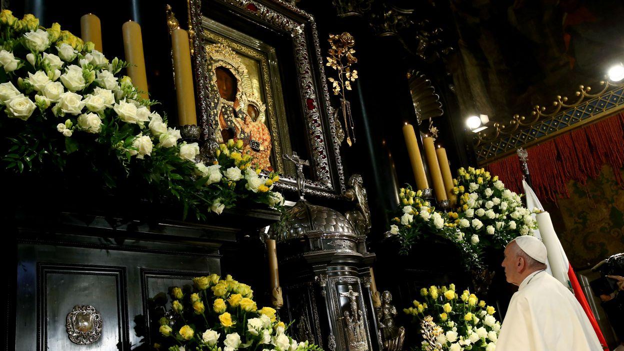 Papież Franciszek podczas modlitwy w Kaplicy Cudownego Obrazu na Jasnej Górze (fot. PAP)