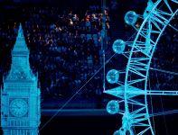 Jeden z największych symboli Londynu - Big Ben pojawił się na płycie stadionu (fot. Getty Images)