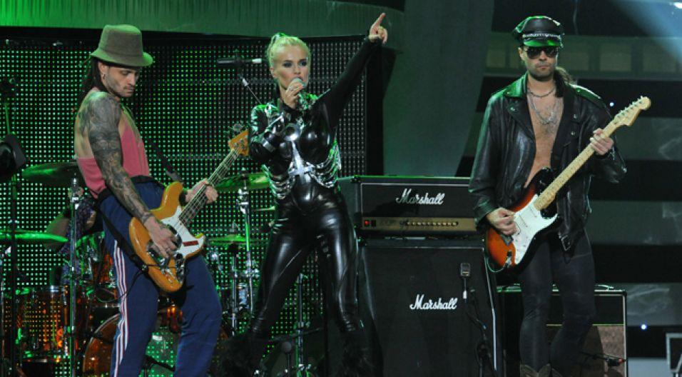 Wokalistce towarzyszyli dwaj gitarzyści (fot. Ireneusz Sobieszczuk/TVP)