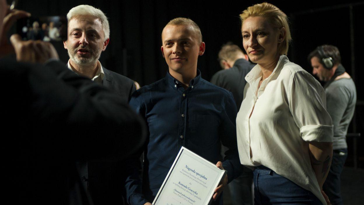 """Konrad otrzymał Nagrodę specjalną za """"wybitną kreację aktorską""""… (fot. N. Młudzik/TVP)"""