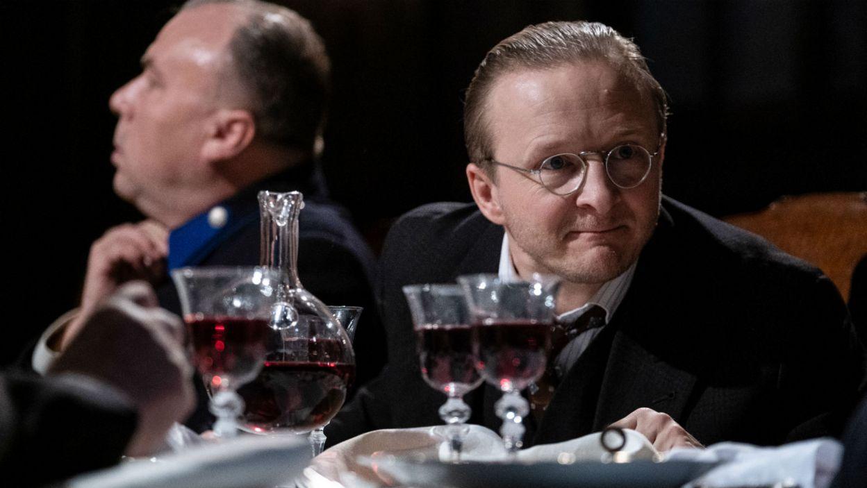 W gronie zaproszonych znaleźli się też: Lekarz (w tej roli Łukasz Lewandowski)... (fot. Mateusz Zelnik)