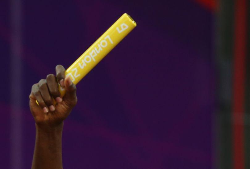 Bolt ostatecznie zachował pałeczkę sztafetową na pamiątkę (fot. Getty Images)