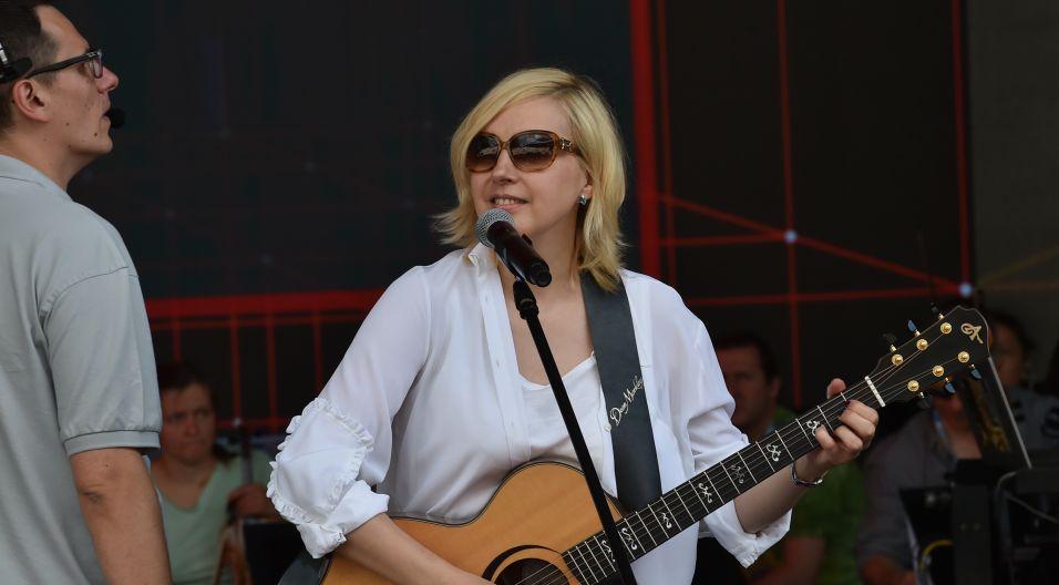 Edyta Bartosiewicz ma w Opolu wierne grono fanów (fot. I. Sobieszczuk/TVP)