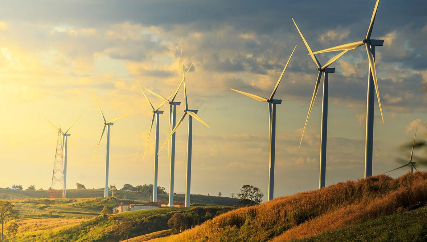 Ursula von der Leyen zapewnia, że transformacja energetyczna będzie sprawiedliwa dla wszystkich państw członkowskich (fot. Shutterstock/chaiviewfinder)