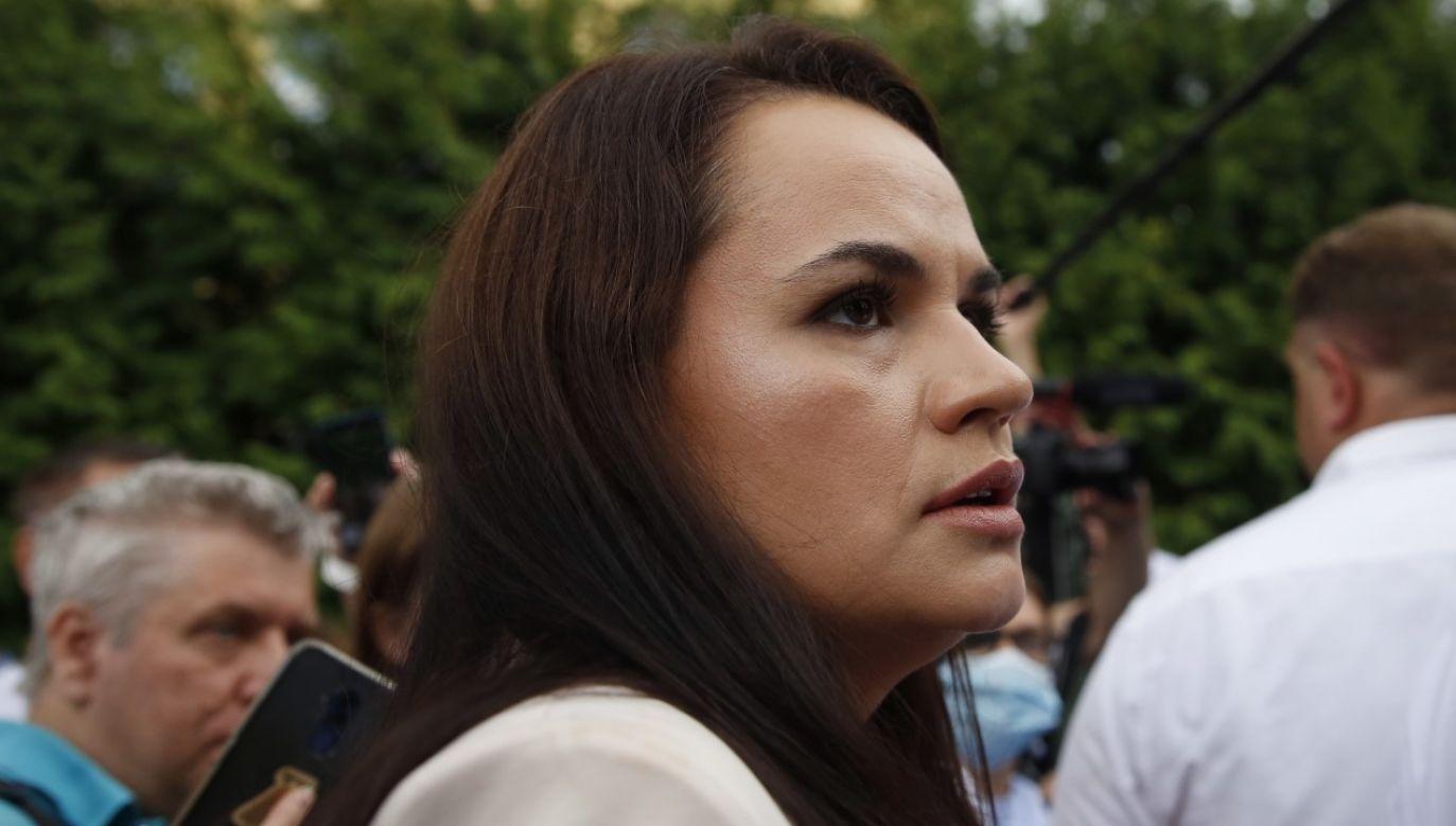 Swiatłana Cichanouska wezwała swoich zwolenników i funkcjonariuszy służb siłowych do powstrzymania się od przemocy (fot. EPA/TATYANA ZENKOVICH)