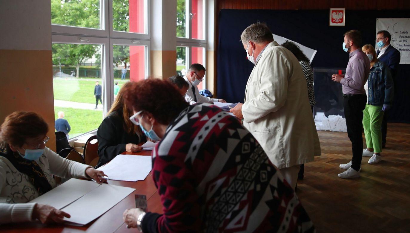 Lokale wyborcze zostaną zamknięte o godz. 21 (fot. PAP/Łukasz Gągulski)