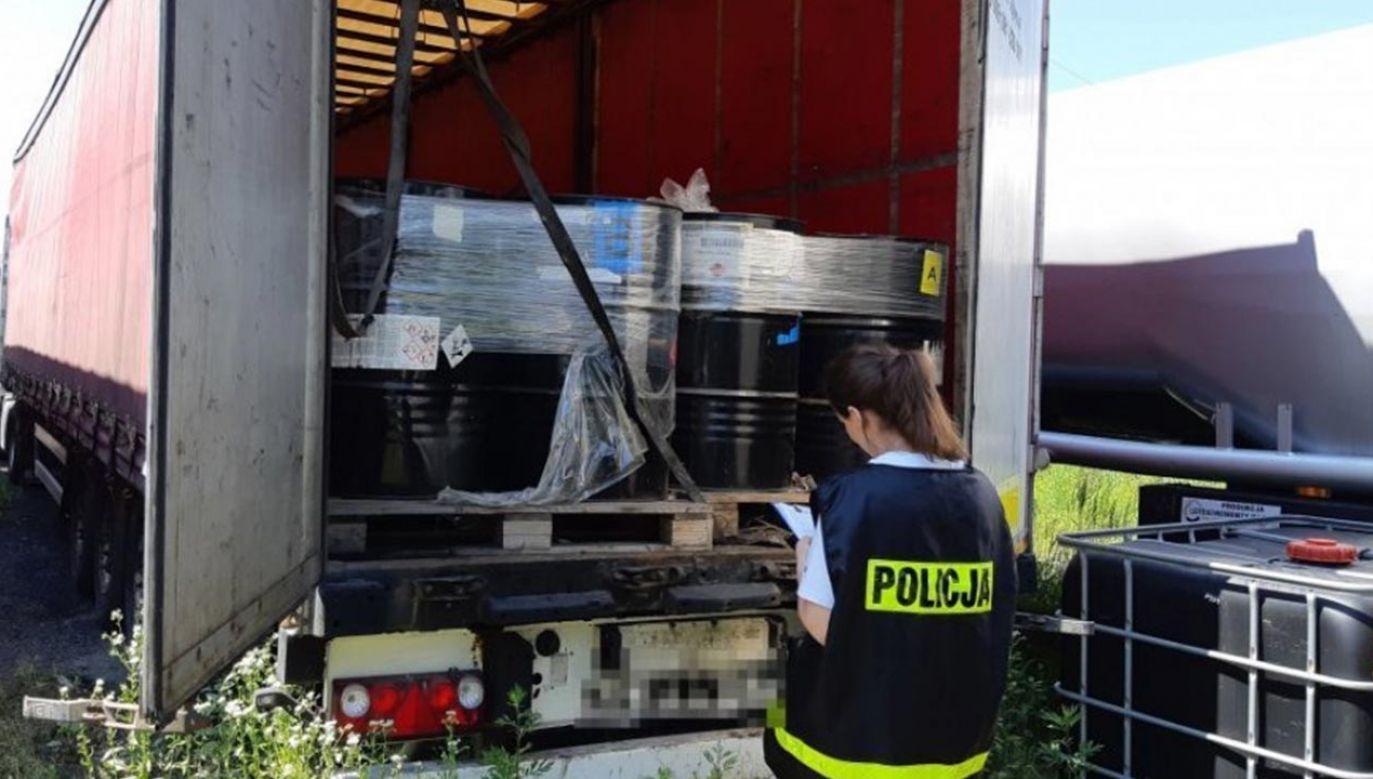 Łącznie, biorąc pod uwagę wszystkie cztery lokalizacje, zabezpieczono 115 tysięcy litrów substancji (fot. Policja)