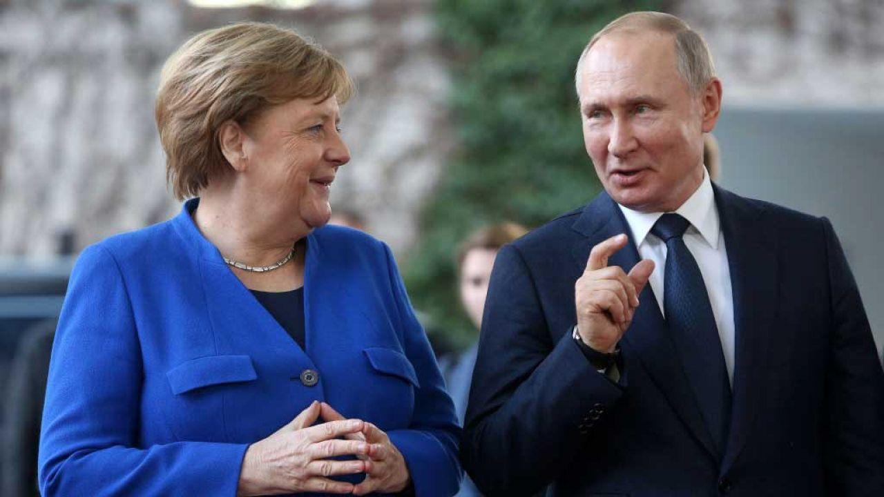 Angela Merkel i Władimir Putin na szczycie w Berlinie w styczniu 2021 r. (fot. Adam Berry/Getty Images)
