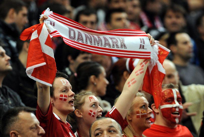 Duńscy kibice dzielnie dopingowali swój zespół (fot. PAP/EPA)