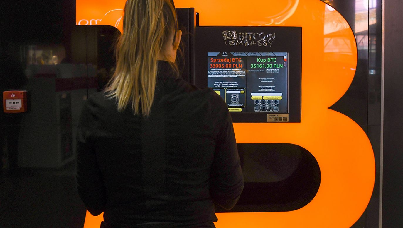 Początkowo chodziło o przekazanie kryptowaluty na portfel elektroniczny (fot. Artur Widak/NurPhoto via Getty Images)