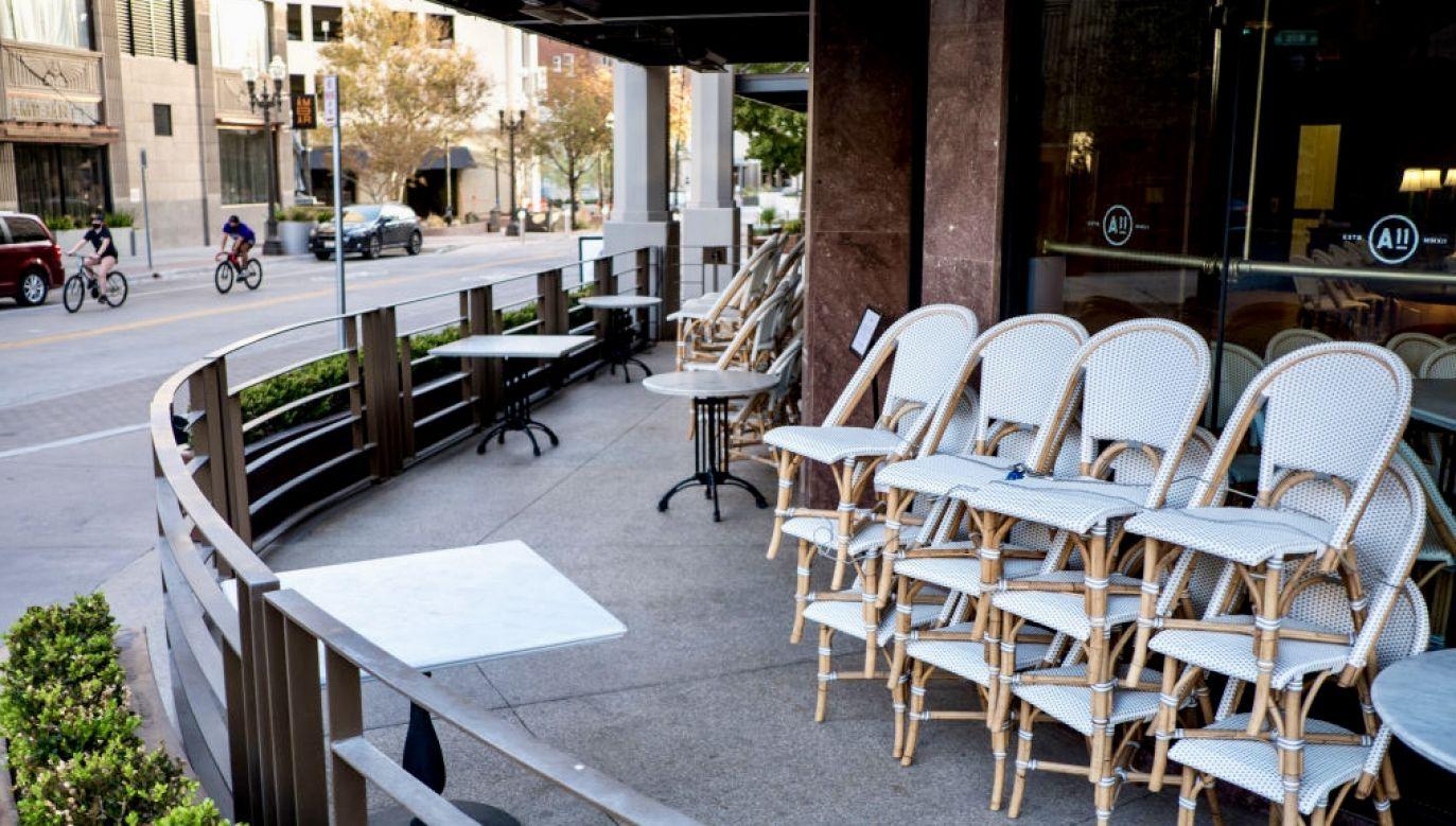 Lokale w Teksasie mogą już zostać otwarte i przyjmować klientów bez ograniczeń (fot. J.Angel Juarez/Bloomberg/Getty Images)