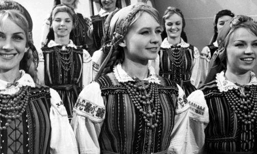 """Film """"Żona dla Australijczyka"""", Elżbieta Czyżewska w centrum. Fot. TVP/ PAT, reprodukcja"""