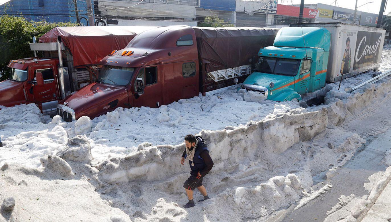 Mieszkańców Guadalajary zaskoczyło gradobicie (fot. PAP/EPA/Francisco Guasco)