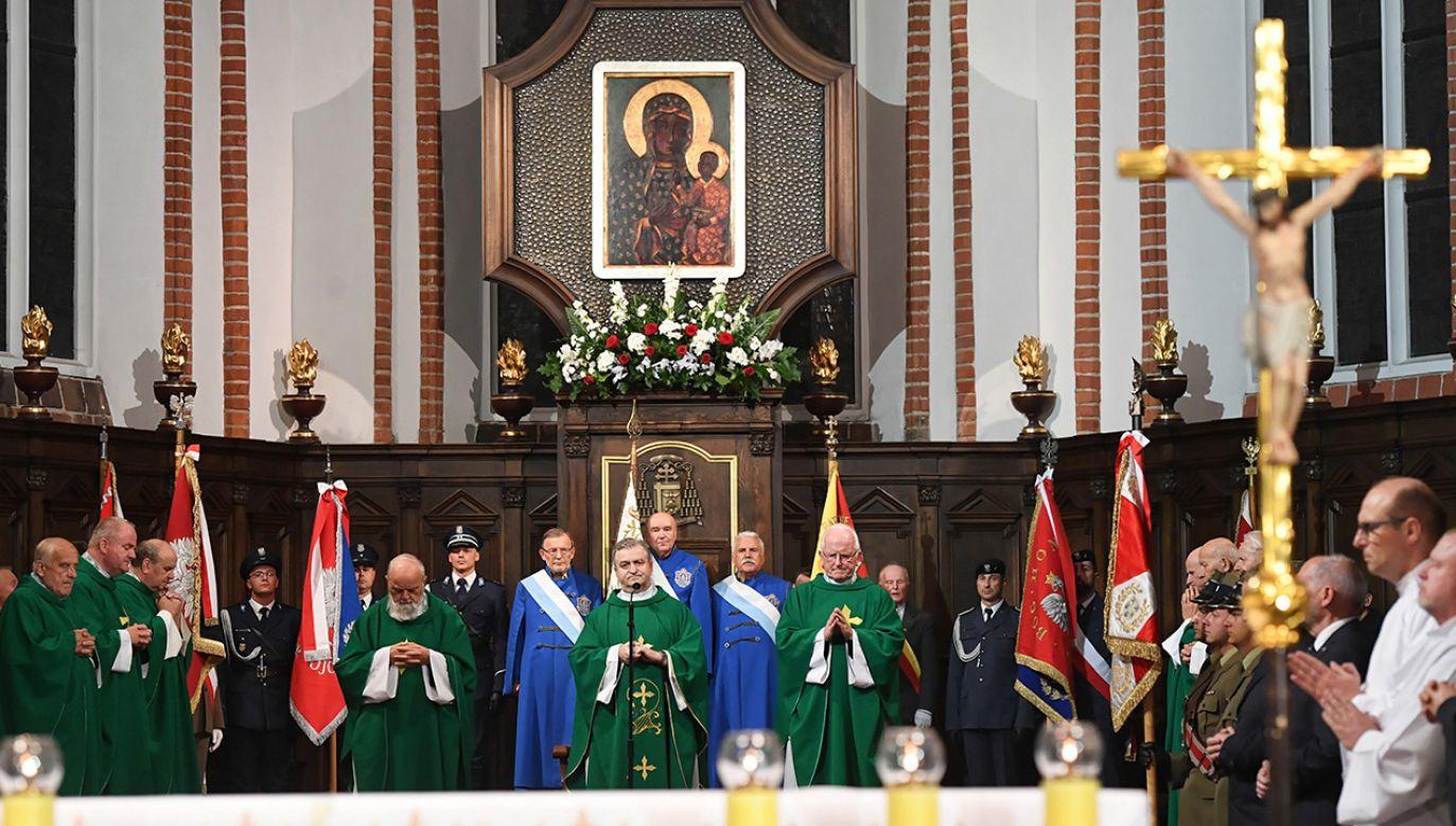 We mszy uczestniczył m.in. premier Mateusz Morawiecki (fot. arch. PAP/Radek Pietruszka)