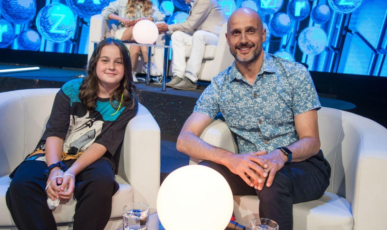 Z wiedzą na poziomie klasy 8 zmierzyli się też Robert Koszucki i jego córka Lea (fot. Jan Bogacz/TVP)