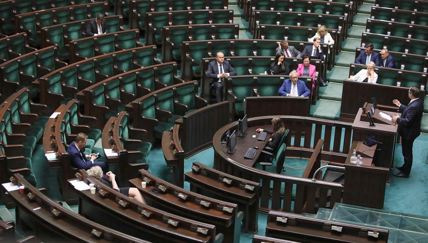 """""""Realizacja postulatu PiS nie dokona się bez udziału opozycji"""" (fot. PAP/Leszek Szymański)"""