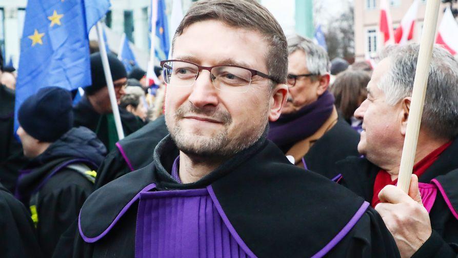 Sędzia Paweł Juszczyszyn (fot. Beata Zawrzel/NurPhoto via Getty Images)