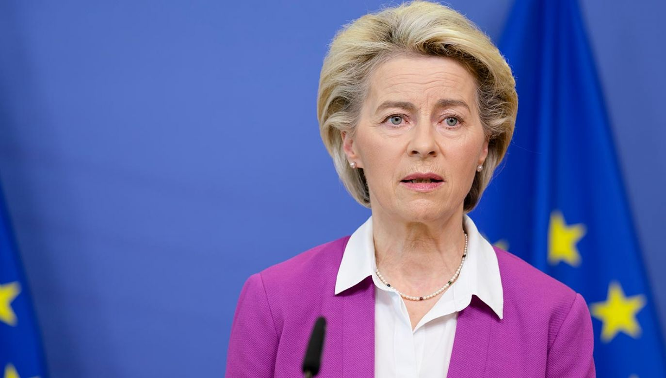 Ursula von der Leyen podczas wtorkowej debaty w Parlamencie Europejskim (fot. Thierry Monasse/Getty Images)