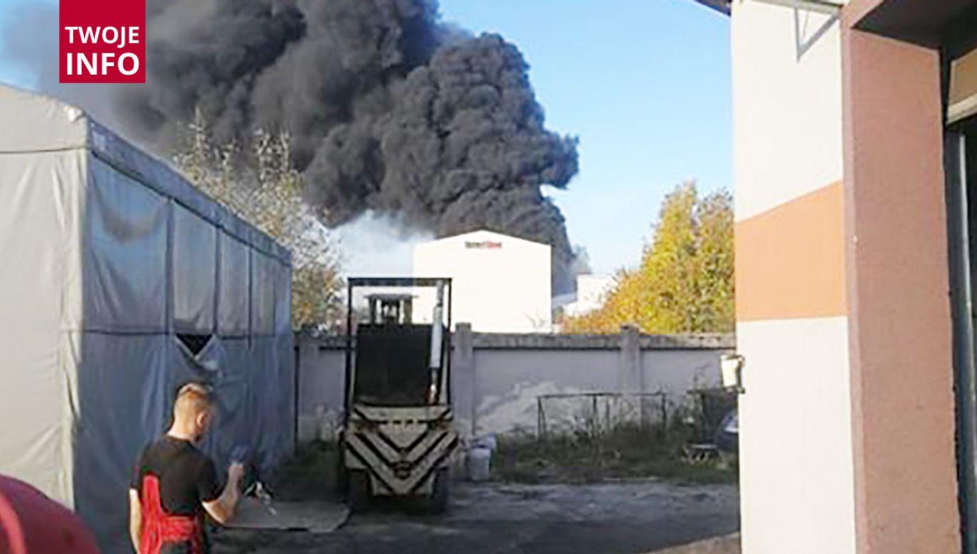 Według strażaka jedna osoba z poparzeniami trafiła do szpitala (fot. Twoje Info)