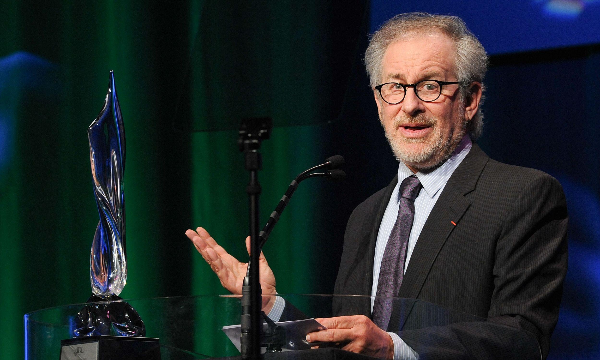 Reżyser i producent filmowy Steven Spielberg odbiera nagrodę ADL w hotelu Beverly Hilton w Beverly Hills w grudniu 2009. Fot. Michael Kovac/WireImage/Getty Images
