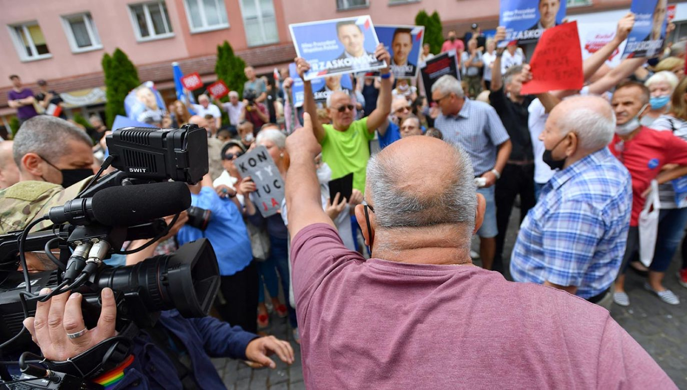 Polityk potwierdził, że był w Końskich m.in.  za pośrednictwem wpisów w mediach społecznościowych (fot.  PAP/Marcin Bielecki - zdjęcie ilustracyjne)