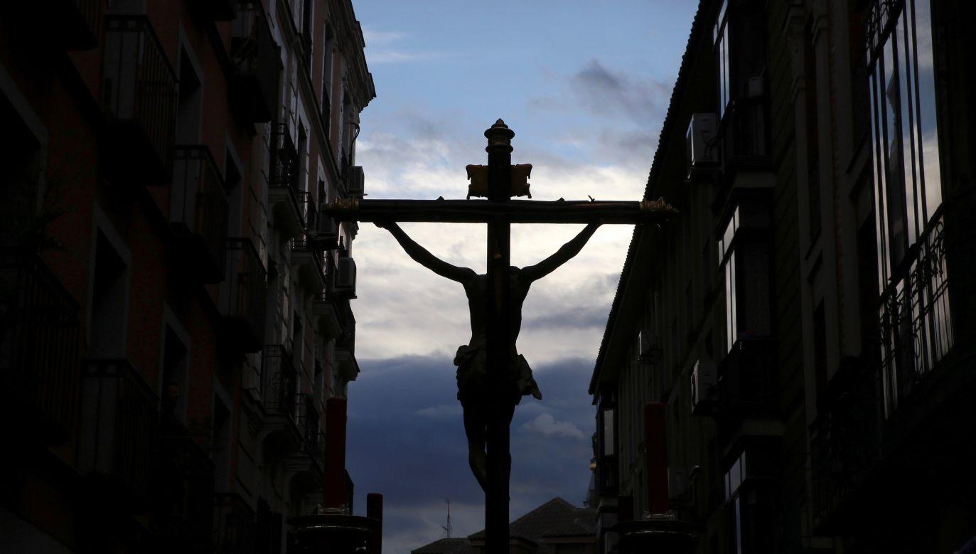 Każda z polskich diecezji przeprowadzi tego dnia liczne transmisje Mszy świętych (fot. arch.PAP/EPA/DANI CABALLO)