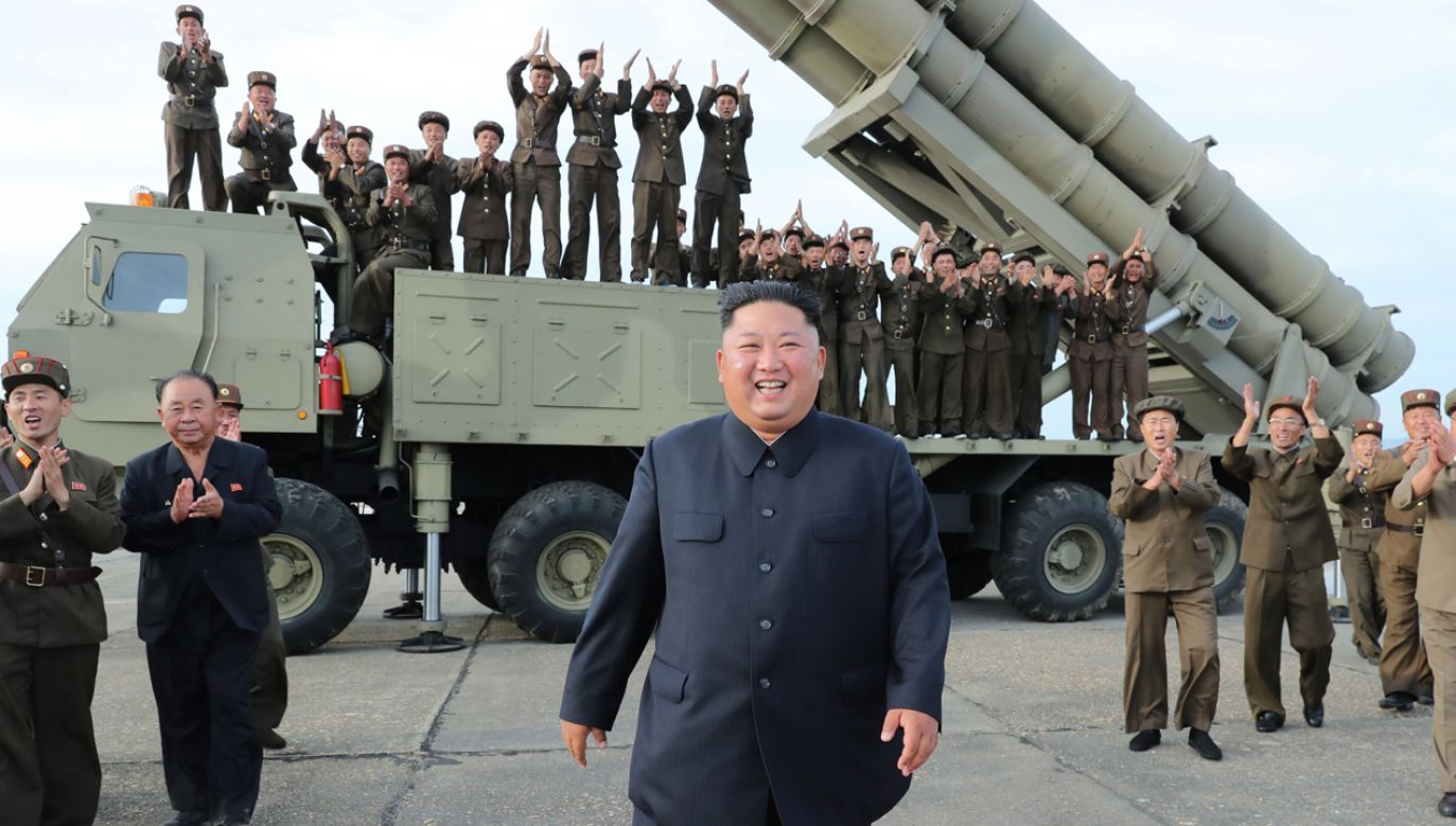 Test rakiet krótkiego zasięgu osobiście nadzorował dyktator Korei Płn. (fot. PAP/EPA/KCNA)