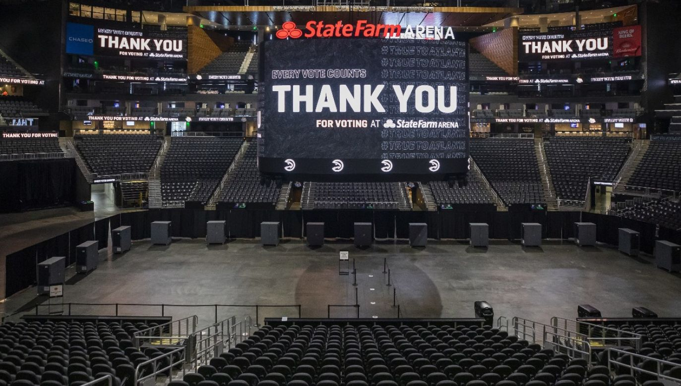Sezon NBA ma zostać wznowiony 31 lipca (fot. PAP/EPA/ERIK S. LESSER)