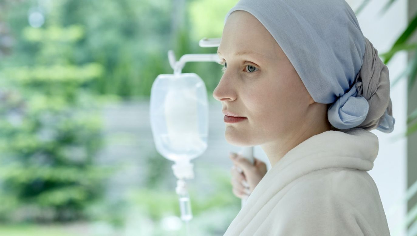 Według Krajowego Rejestru Nowotworów stale zwiększa się liczba co roku wykrywanych nowotworów głowy i szyi (fot. Shutterstock/Photographee.eu)