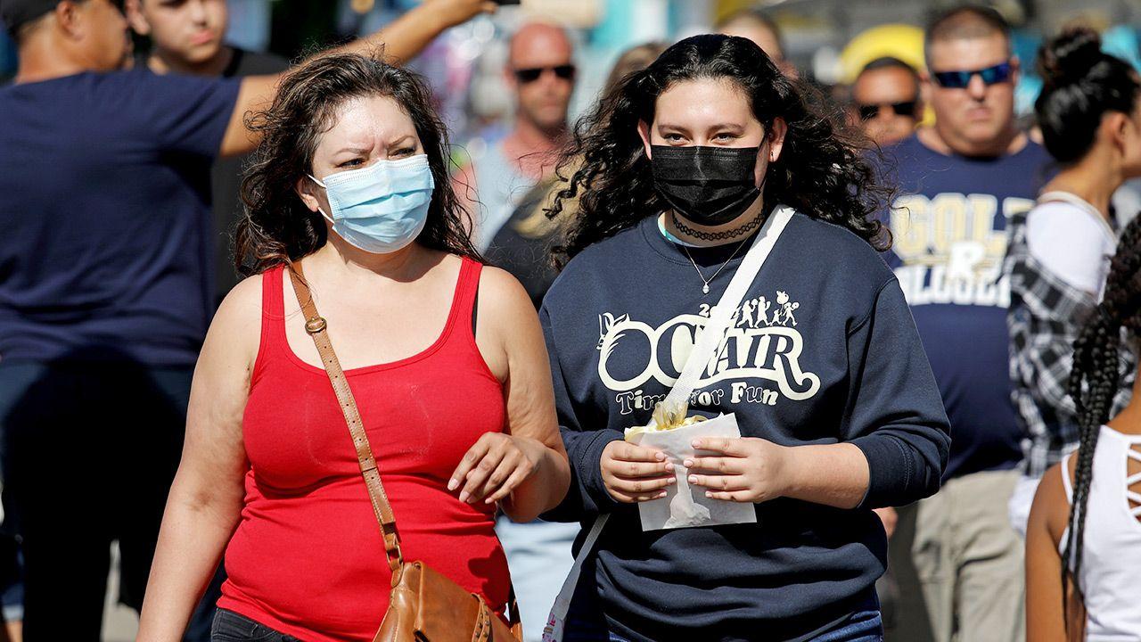 Część amerykańskich stanów ograniczyła podawanie statystyk dotyczących zakażeń koronawirusem (fot. Gary Coronado / Los Angeles Times via Getty Images)