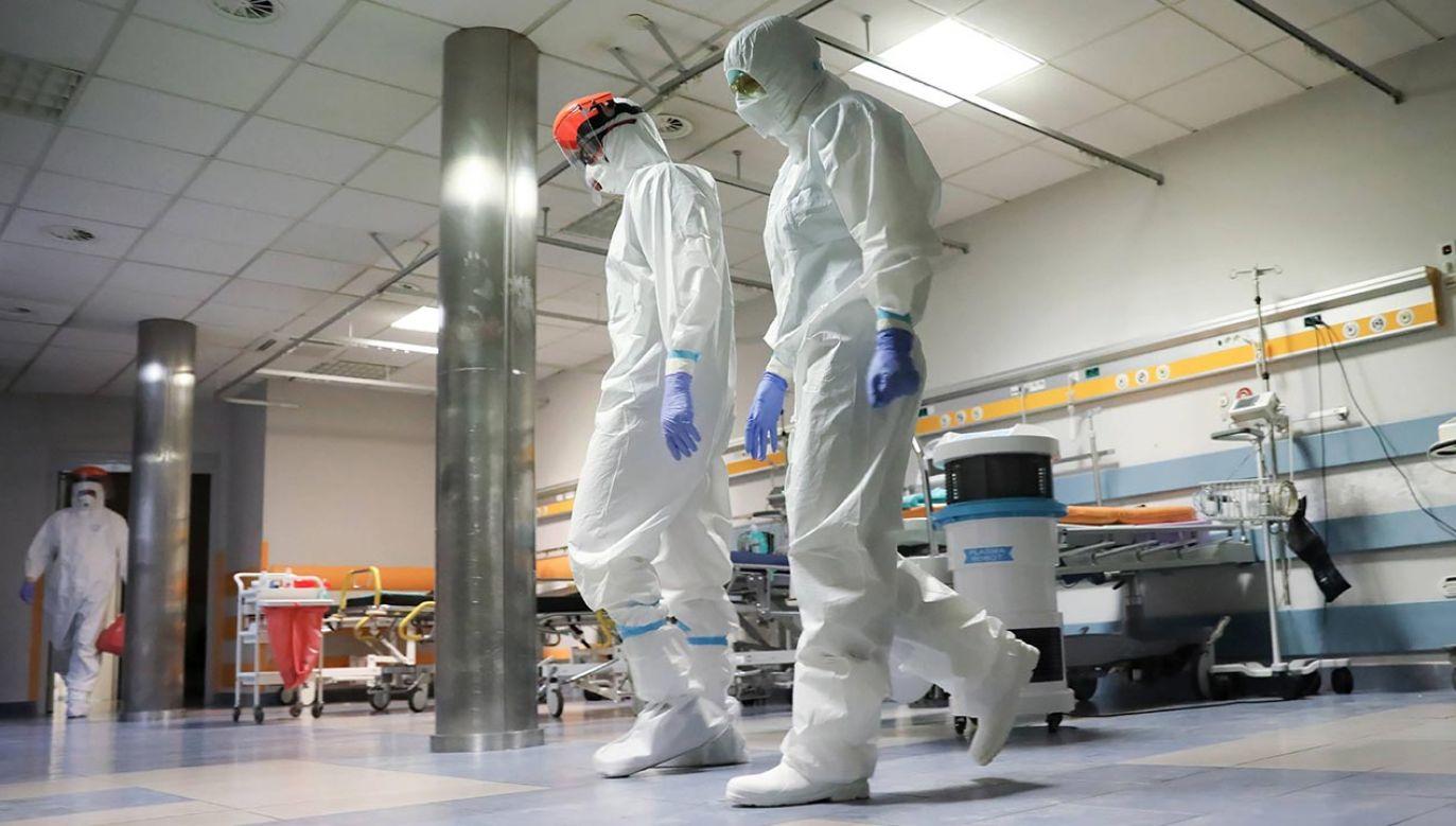 W województwie mazowieckim wciąż aktywnych jest 2,3 tys. zakażeń koronawirusem (fot. PAP/Leszek Szymański)