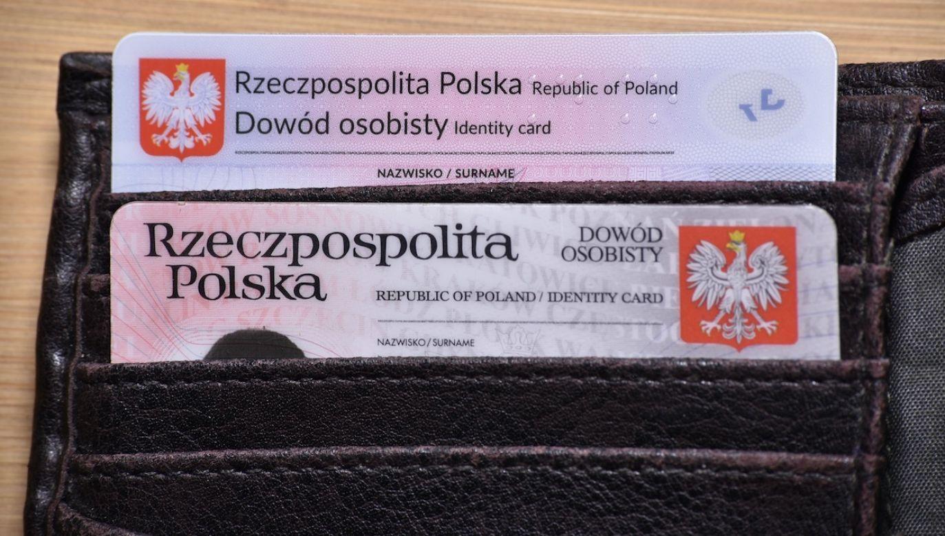 Ponad połowa Polaków legitymizuje częstą zmianę kont bankowych w ucieczce przed zajęciem komorniczym (fot. Shutterstock/Milosz Kubiak)