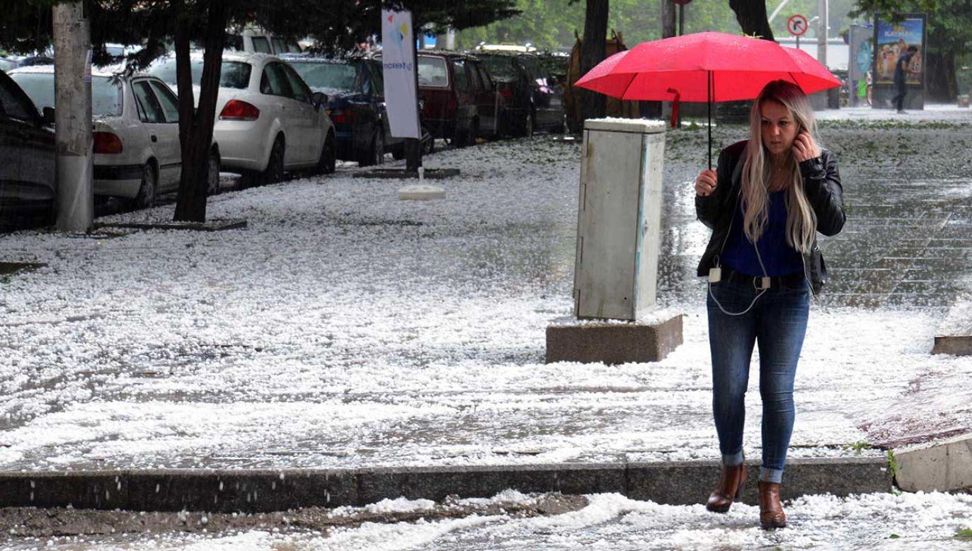 Instytut zaleca dużą ostrożność, śledzenie komunikatów i rozwoju sytuacji pogodowej (fot. arch. PAP/Abaca)