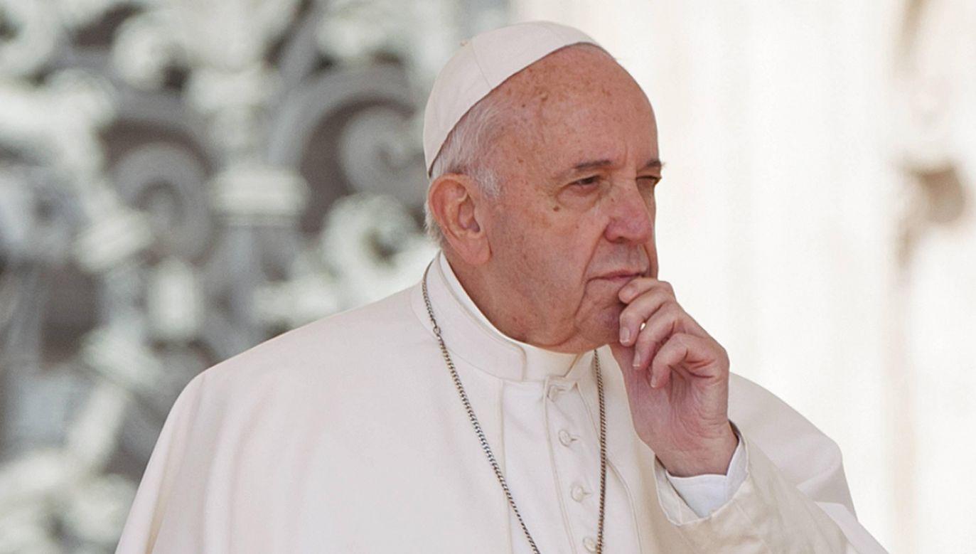 """""""Podtrzymuje nas na tej drodze wiara i nadzieja, że Pan, bogaty w miłosierdzie, zawsze stoi obok nas"""" – przypomina Papież (fot. PAP/CPP/IPA/ALESSIA GIULIANI)"""