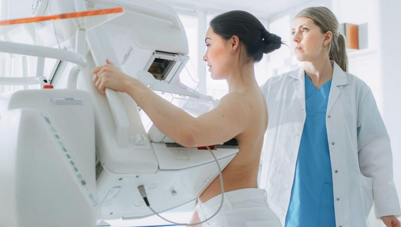 Mutacja w genie BRCA1 lub BRCA2 oznacza bardzo duże ryzyko wystąpienia raka piersi lub raka jajnika (fot. Shutterstock/Gorodenkoff)