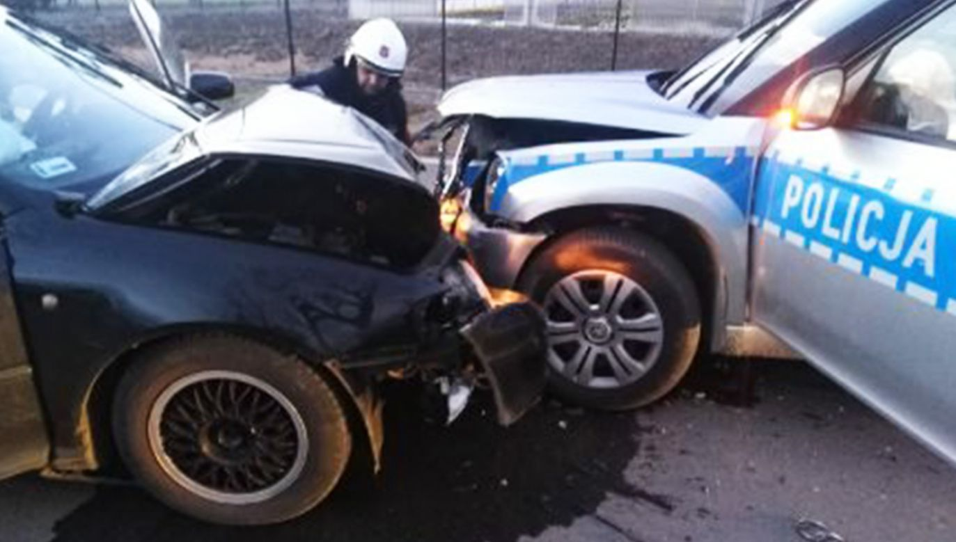 Jeden z funkcjonariuszy ma poważny uraz kręgosłupa (fot. Policja)