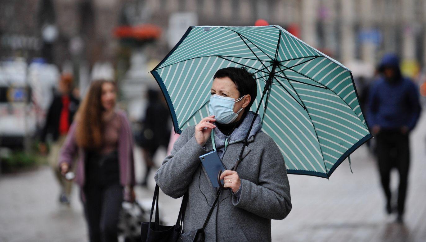 Tłumaczy wirusolog prof. Włodzimierz Gut (fot. Sergei Chuzavkov/SOPA Images/LightRocket via Getty Images)