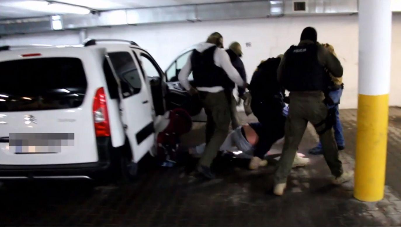 Wśród pokrzywdzonych są między innymi obywatelki Peru, które zostały zachęcone do przyjazdu do Polski pod pozorem pracy zarobkowej (fot. wielkopolska.policja.gov.pl)