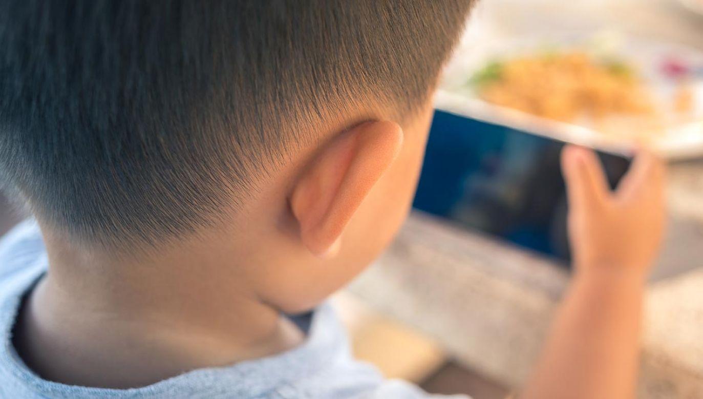 Edukacja dzieci z autyzmem jest dużym wyzwaniem (fot. Shutterstock/pratan ounpitipong)
