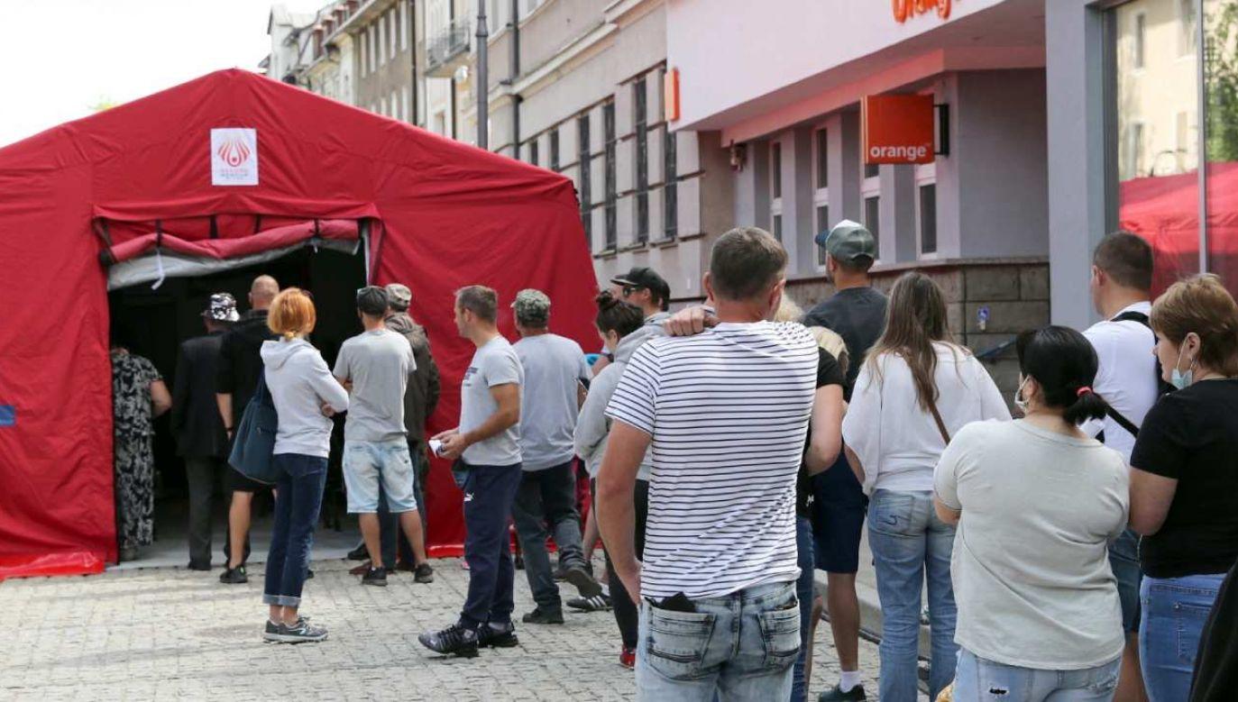 Plenerowy punkt szczepień na Krupówkach w Zakopanem (fot. PAP/Grzegorz Momot)
