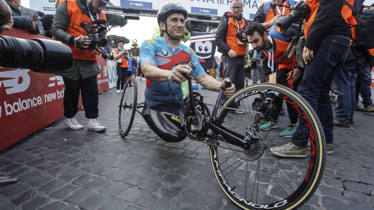 Alex Zanardi został potrącony podczas kolarskiego wyścigu (fot. EPA/GIUSEPPE LAMI)