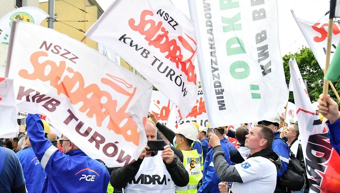 """Protest KM NSZZ """"Solidarność w Turowie (fot. PAP/Maciej Kulczyński)"""
