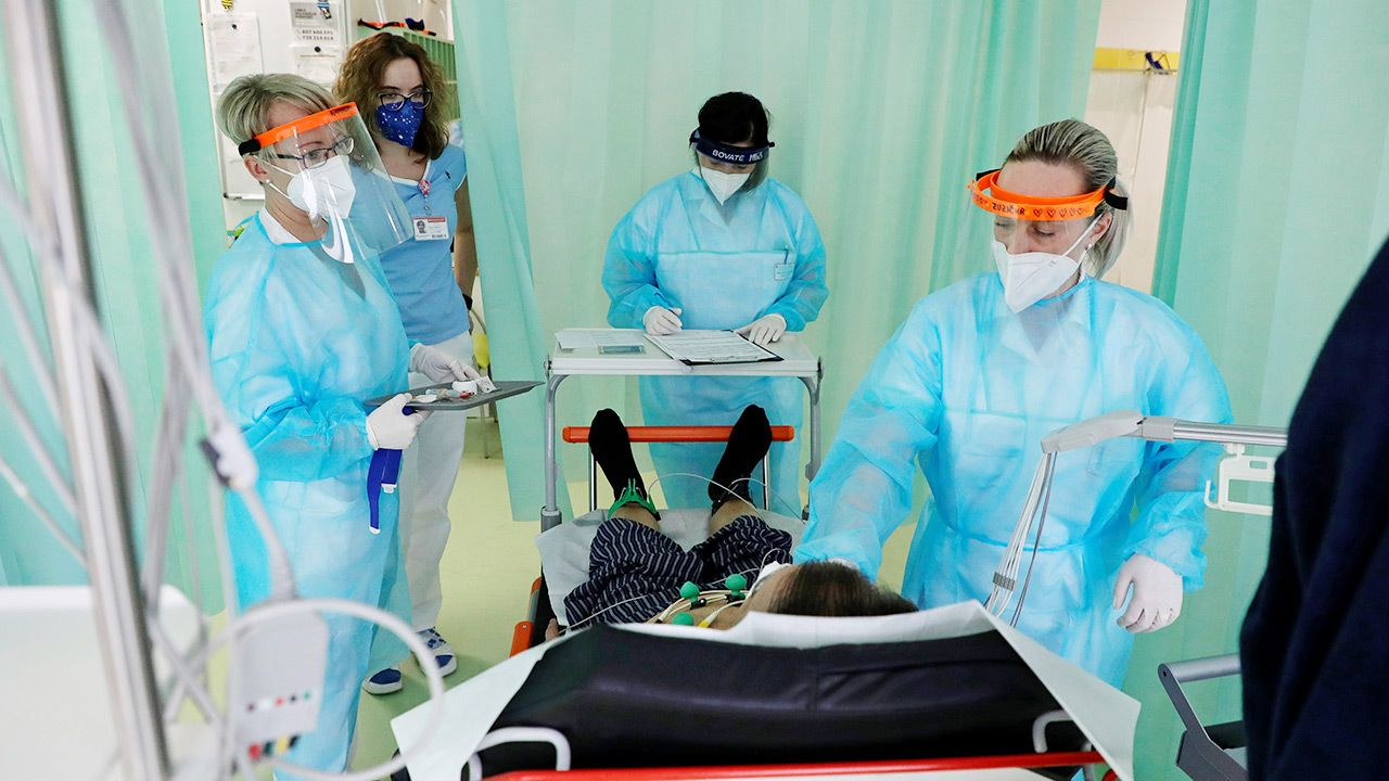Wiele szpitali nie jest w stanie zapewnić opieki medycznej (fot. REUTERS/David W Cerny)