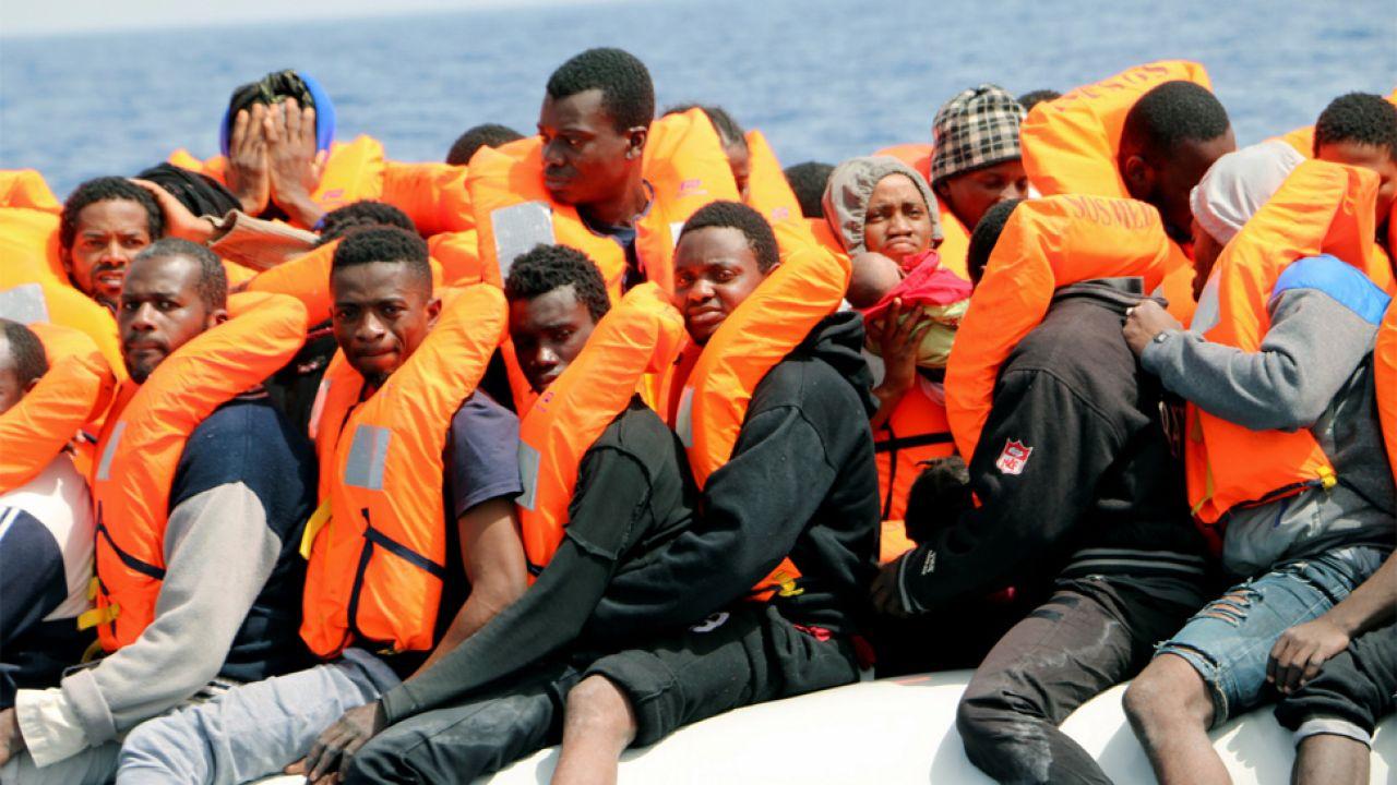 Europa zmaga się z kryzysem migracyjnym (fot. PAP/EPA/Javier Martin)