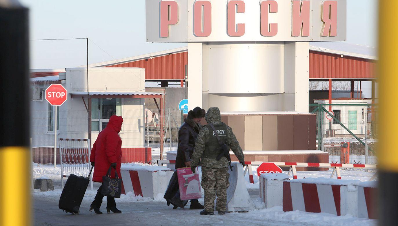 Oszukani migranci z Azji zostali wydaleni z Rosji (fot. REUTERS/Vyacheslav Madiyevskyy)