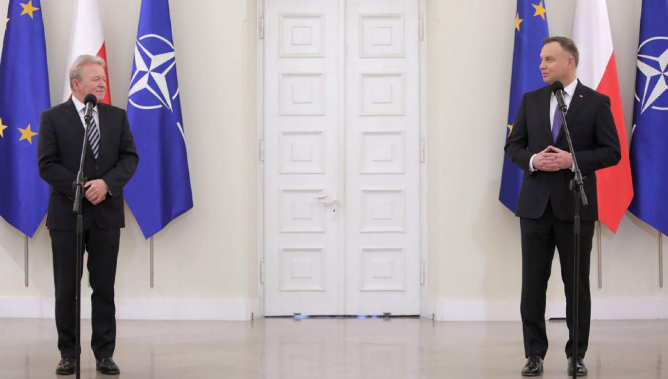 Prezydent Andrzej Duda (P) i unijny komisarz ds. rolnictwa Janusz Wojciechowski (L) (fot. PAP/Leszek Szymański)
