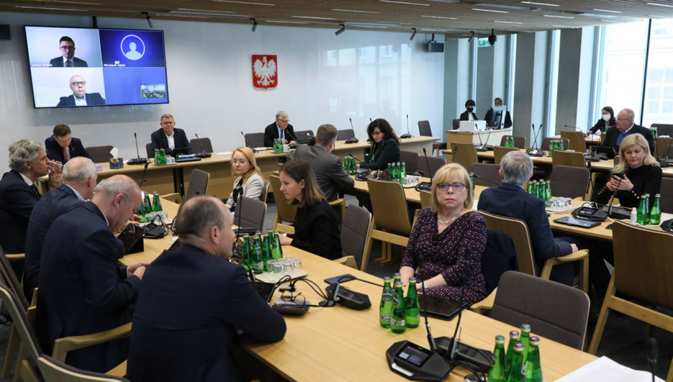 Posiedzenie sejmowej Komisji do Spraw Energii i Skarbu Państwa (fot. Twitter/Sejm RP)