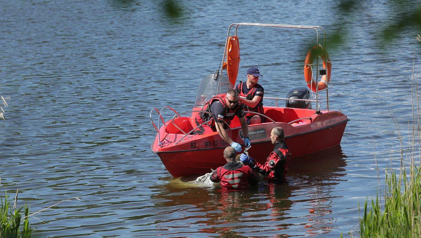 Z jeziora wyłowiono szczątki. Prawdopodobnie to zaginiona w 1996 roku kobieta (fot. PAP/Tomasz Waszczuk)