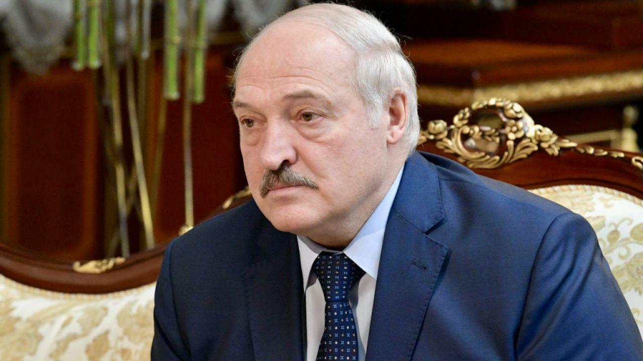 Dekret zaczął obowiązywać w chwili podpisania (fot. Alexander Astafyev\TASS\Getty Images)